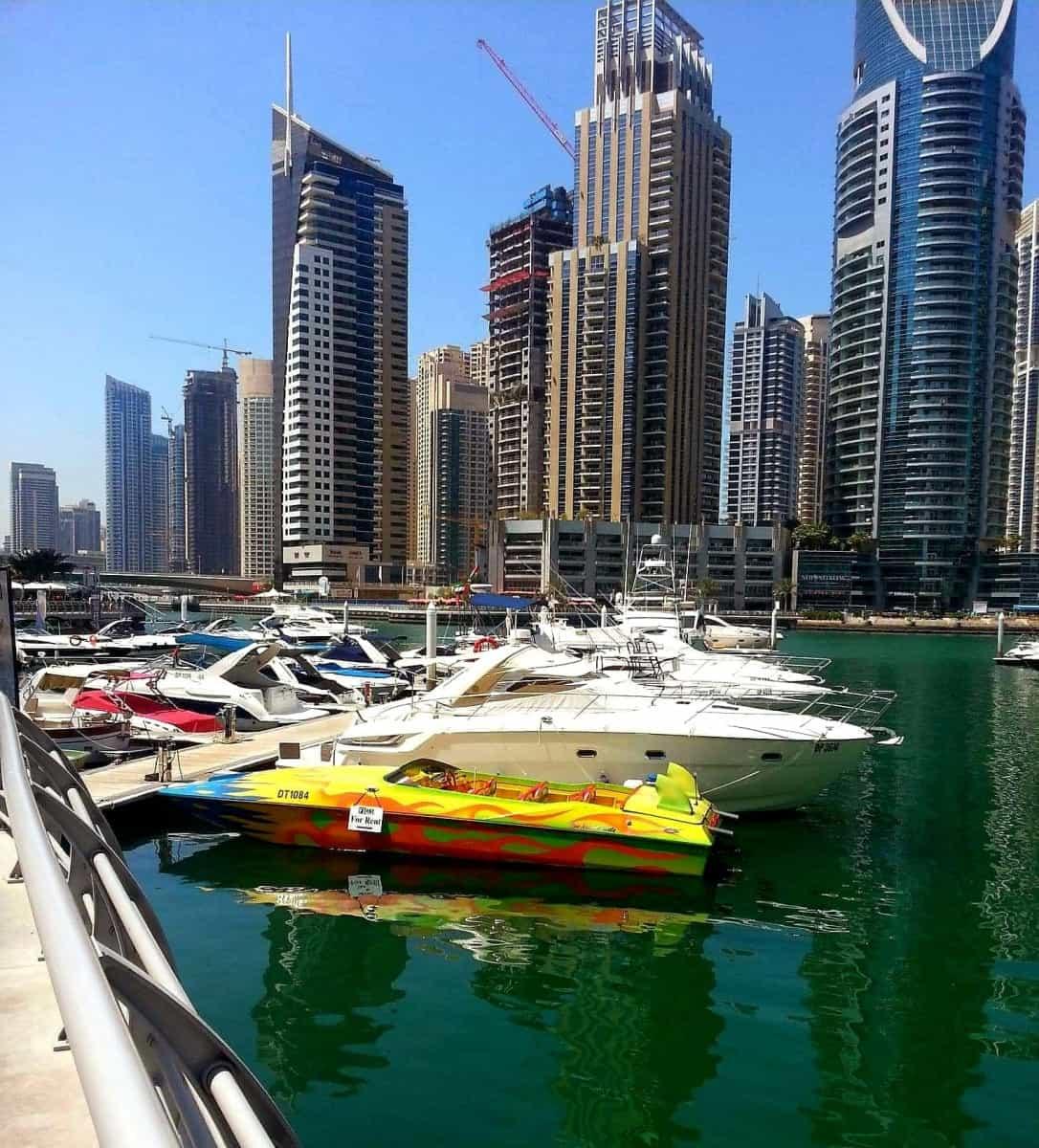 Med foreldre til Dubai og Singapore